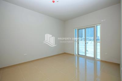 Apt in Brand New Tower with full facilities.