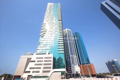 Penthouse with partialy sea view for rent in Bay Tower Corniche