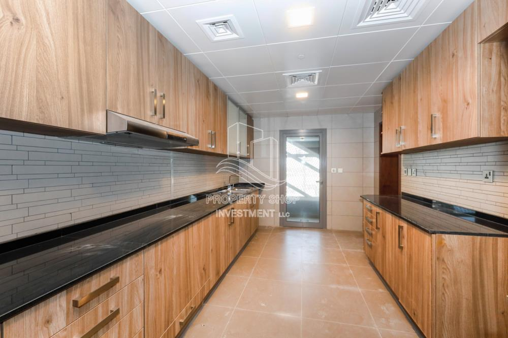 Kitchen-Desirable Large Corner Unit With Canal View