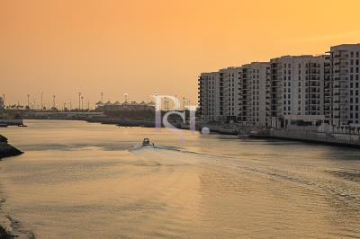 Brand new 1br Apt in a stunning water community.