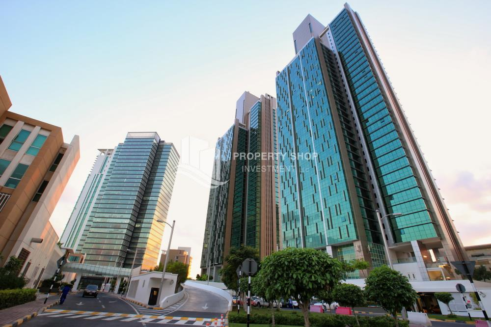Property-Spacious high-floor 2BHK with huge layout available for rent in Mag 5