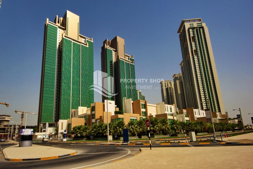Community-Spacious high-floor 2BHK with huge layout available for rent in Mag 5