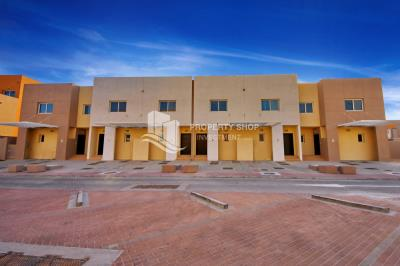 Single Row 2BR villa with study room in Contemporary Village available for rent!