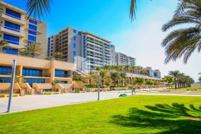 High-floor 3BR with full sea view in Al Zeina
