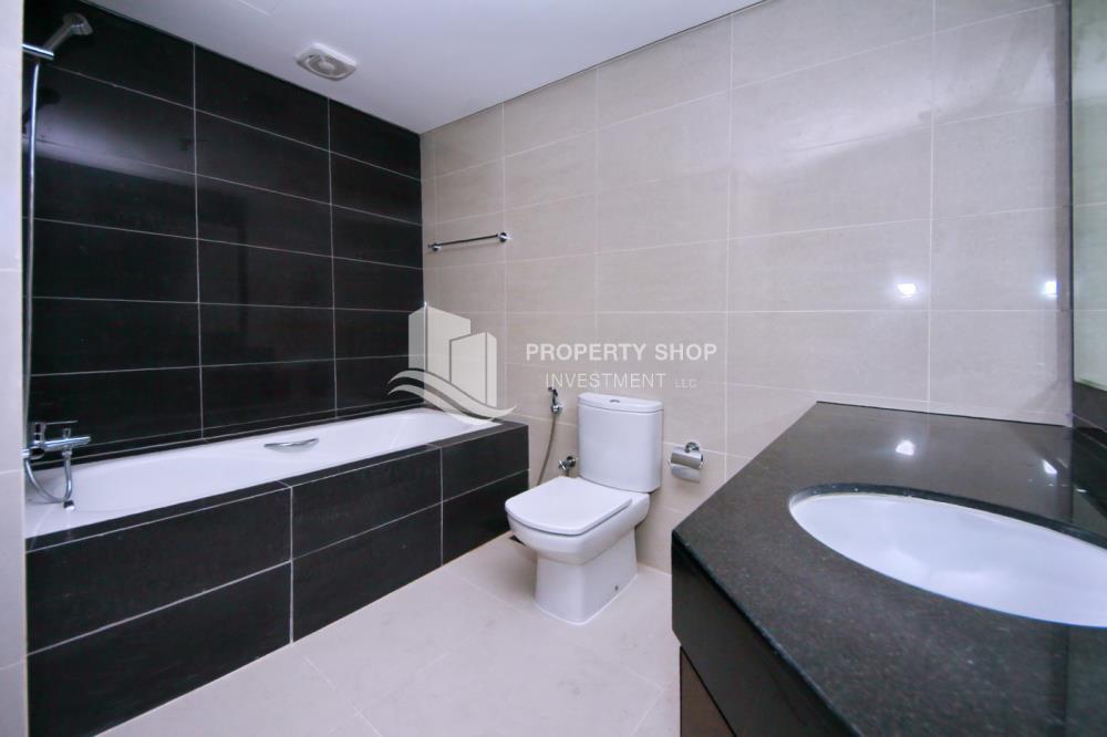 Bathroom-1BR Apt for Sale in Marina Blue, Al Reem Island.