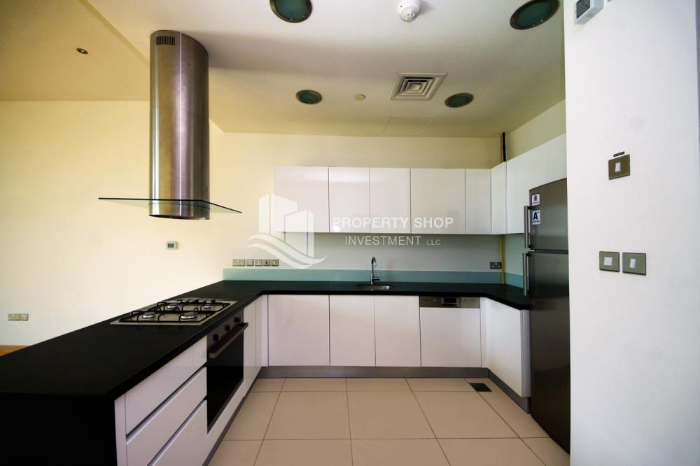 Kitchen-Ready to move in high- end studio with Sea View available for rent