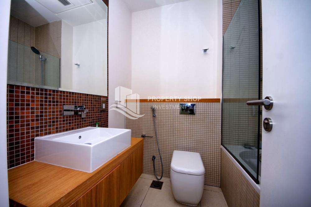 Bathroom-Ready to move in high- end studio with Sea View available for rent