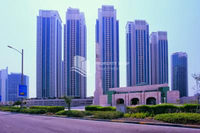 High floor Apt with Sea View for rent.