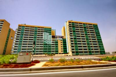 2BR with sea view on high floor to move in