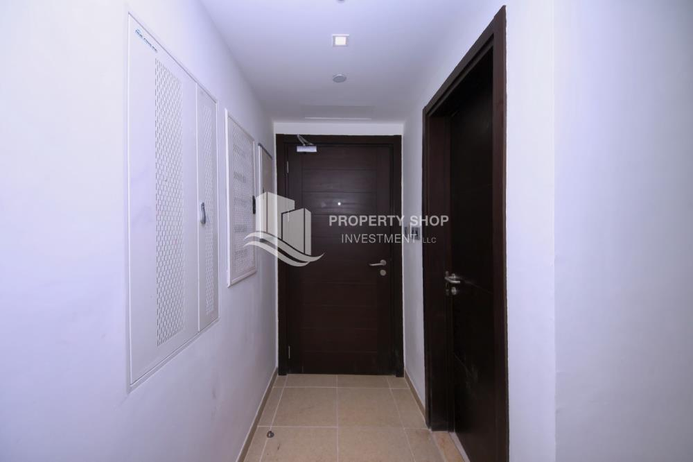 Foyer-High Return on Investment for Amazing 1BR + Modern Facilities.