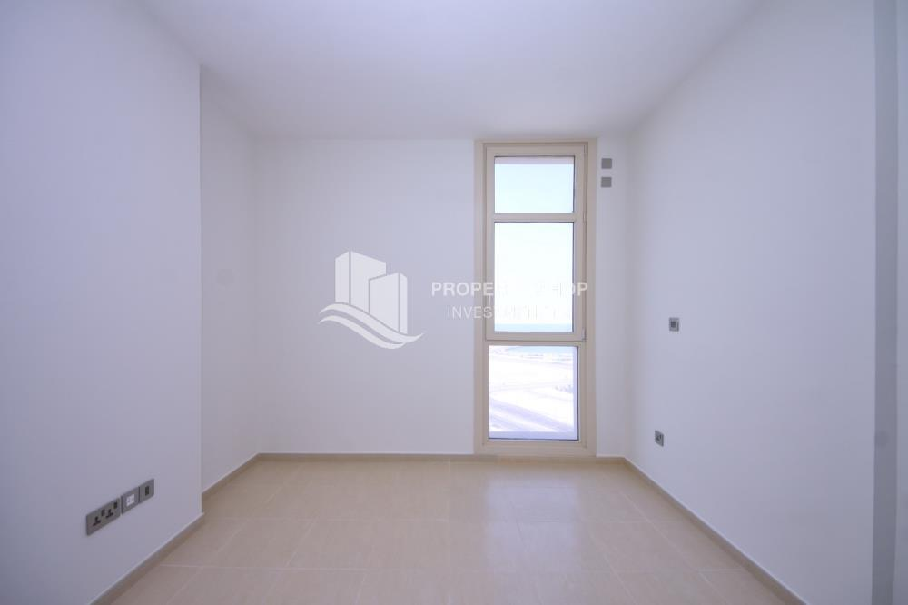 Bedroom-Stunning Apartment in Mangrove Place, Al Reem Island offered at LOW price!