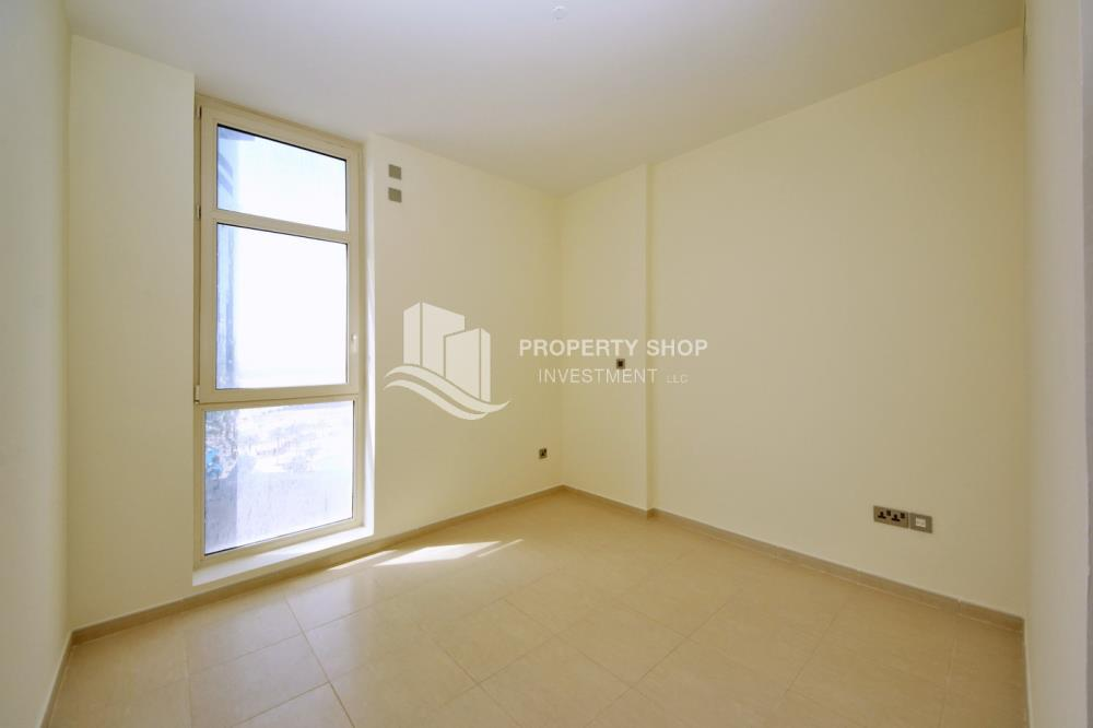 Bedroom-Great Deal for Spacious 1 BR in Mangrove Place Al Reem