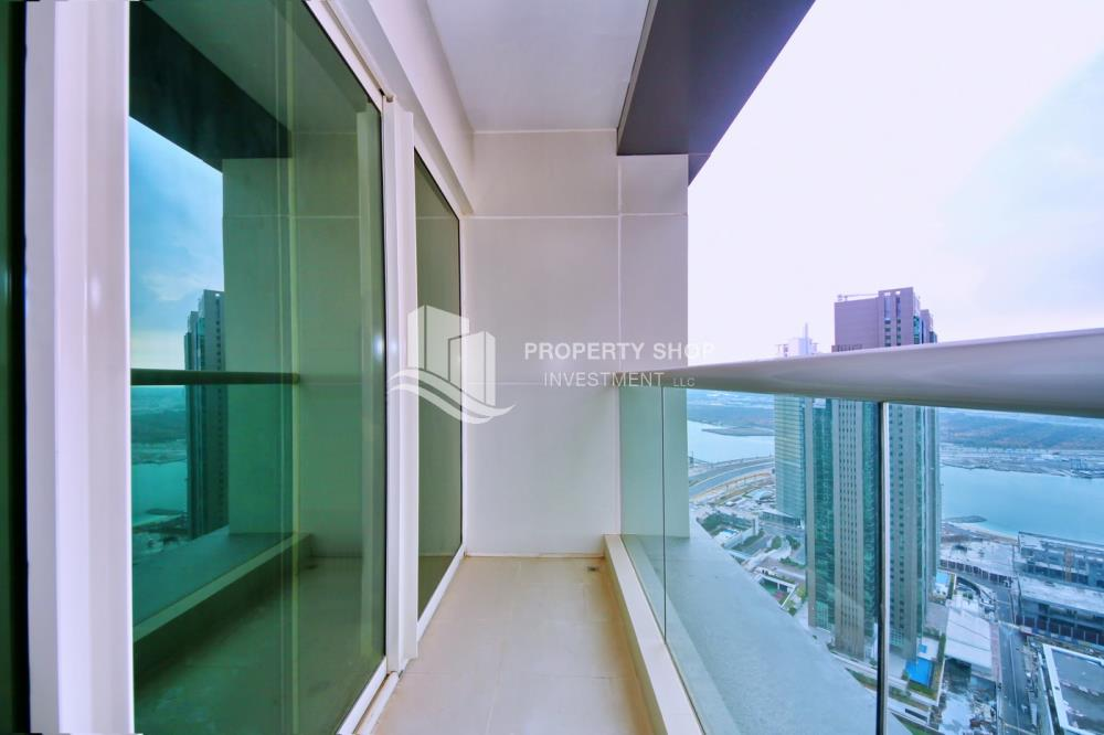 Balcony-Low floor 1BR unit with sea view.