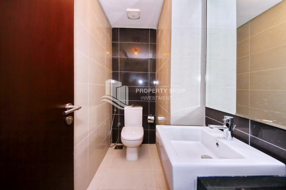 Powder-Low floor 1BR unit with sea view.