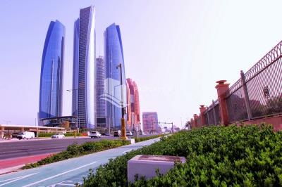 Spacious Apt available in Etihad Tower 2