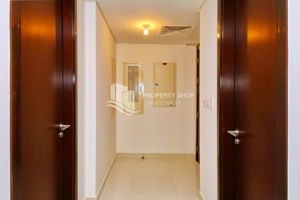 Foyer-2BR Sea view for Sale in Al Maha Tower with High Return on Investment