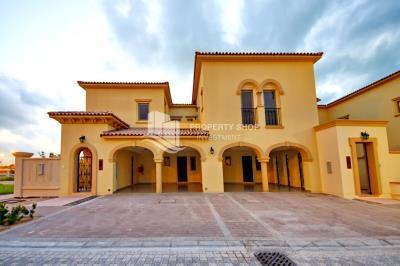 Luxurious Quadplex Villa with Spacious Rooms