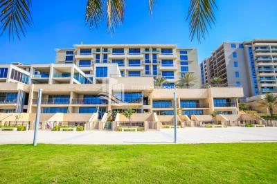 Experience the Luxury for 3 bedroom townhouse with Sea view