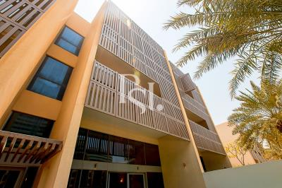 Canal View Townhouse with Private Pool + 3 Parking Space