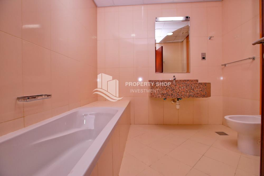 Bathroom-Spacious high-floor studio with an open-kitchen available for rent at 44k in Hydra Avenue Towers!