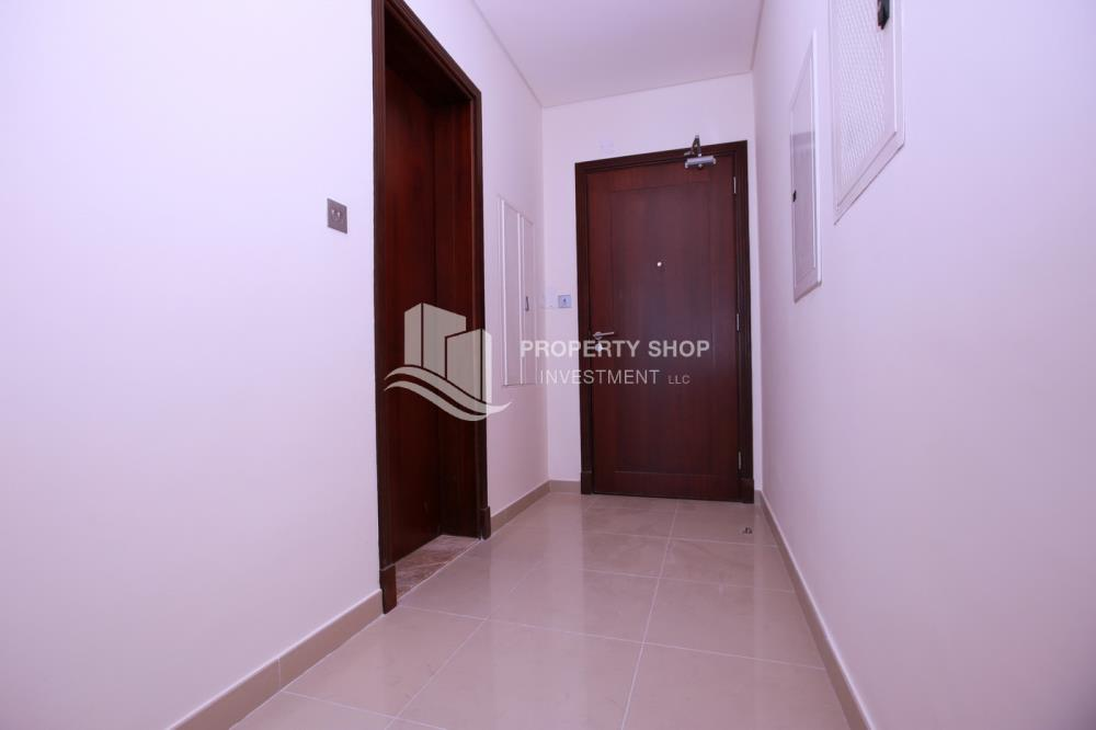 Foyer-Spacious high-floor studio with an open-kitchen available for rent at 44k in Hydra Avenue Towers!