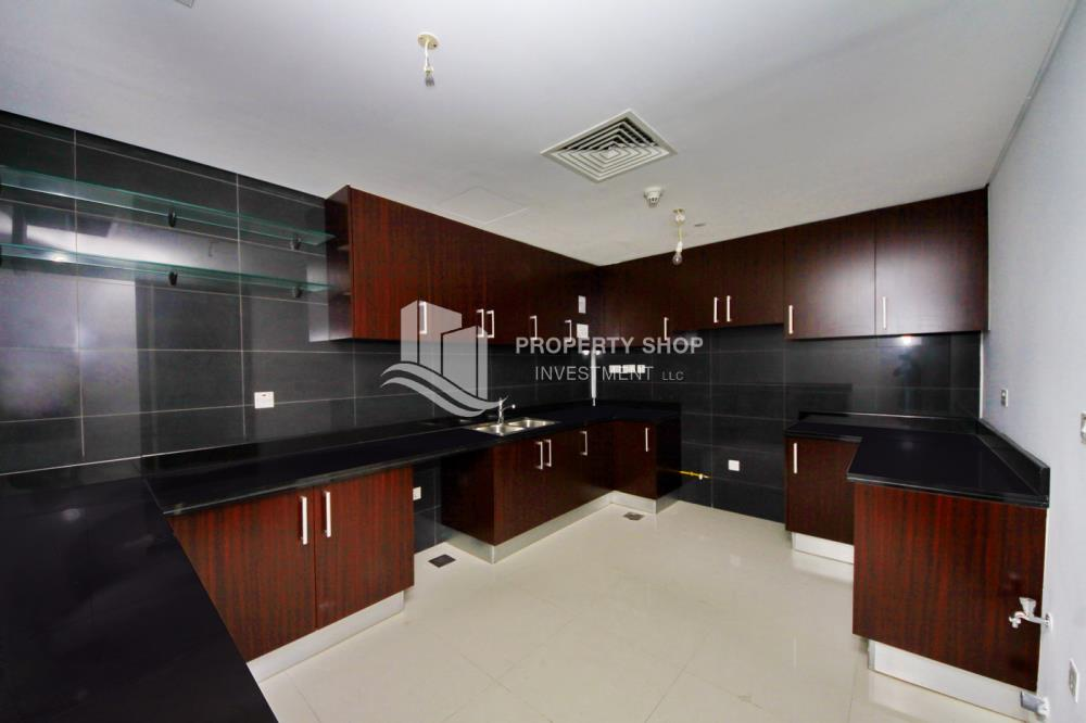 Kitchen-Hot deal! Lowest price Apt with great facilities, huge layout for 2 bedroom available for rent!