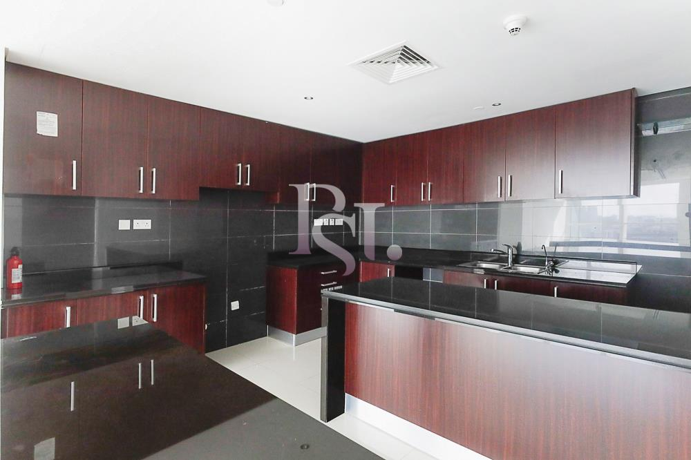 Kitchen-Spacious and luxurious high-floor 4BHK + M with a marina view available for rent in MAG 5!