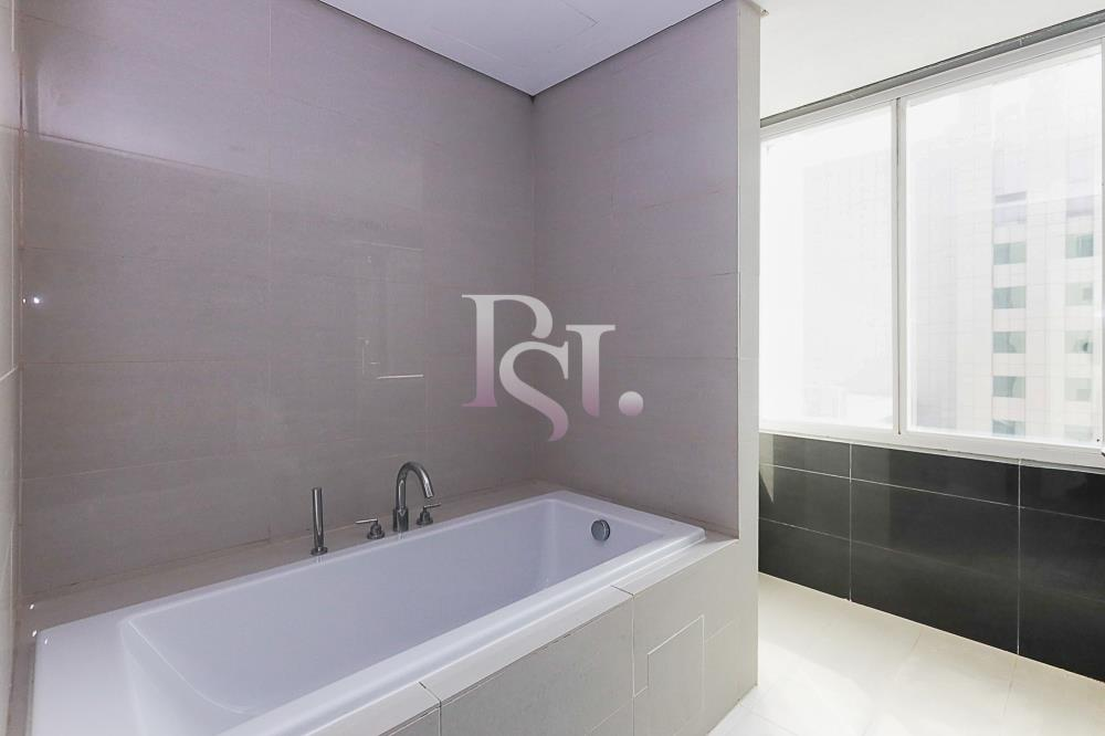 Bathroom-Spacious and luxurious high-floor 4BHK + M with a marina view available for rent in MAG 5!