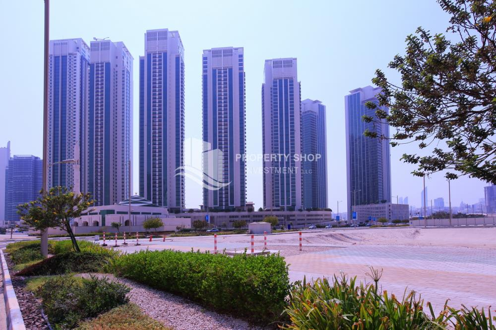Community-Spacious and luxurious high-floor 4BHK + M with a marina view available for rent in MAG 5!
