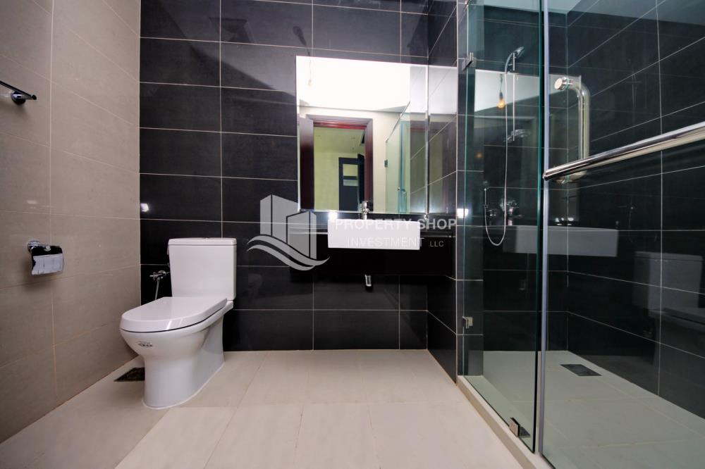 Bathroom-Spacious high-floor 2BHK with huge layout available for rent in Mag 5