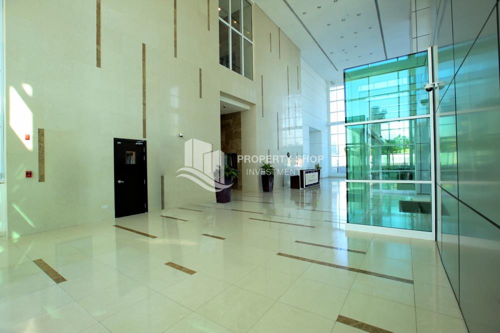 Reception-Hot Deal! Move In Impressive Huge Living Space w/ Iconic View