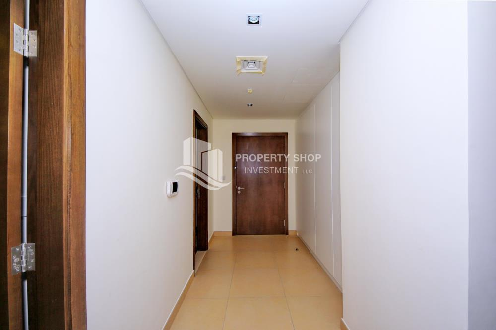 Foyer-Excellent Spacious Apt with Sea View