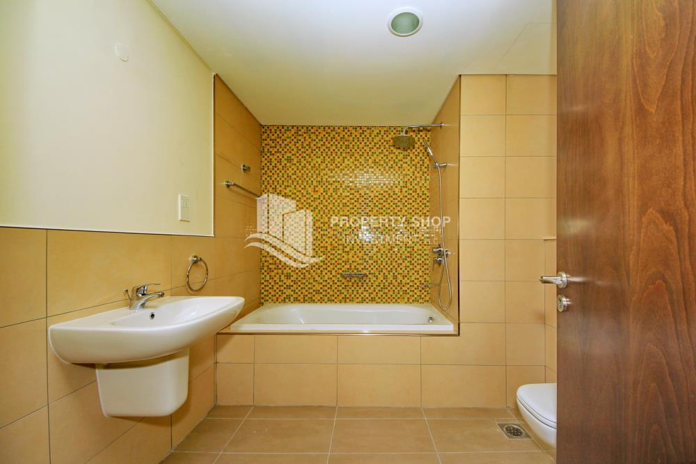 Bathroom-Excellent Spacious Apt with Sea View