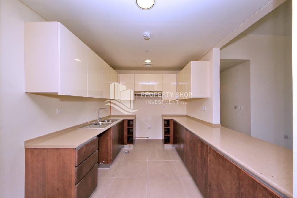 Kitchen-Excellent Spacious Apt with Sea View