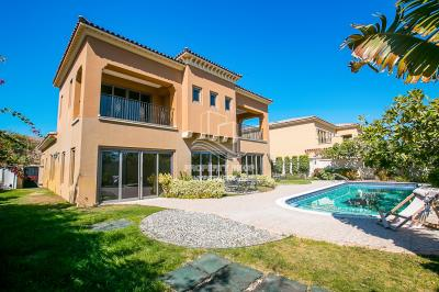 Vacant Luxurious 4+M villa with family room.