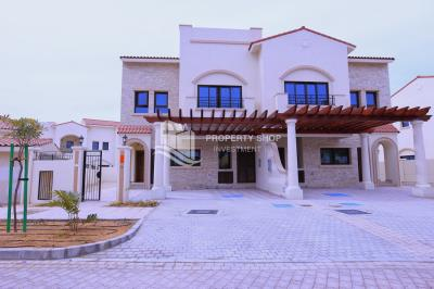 Semi-detached townhouse with Maid's room.
