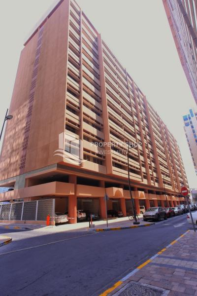 Vacant Apt with spacious layout for rent.