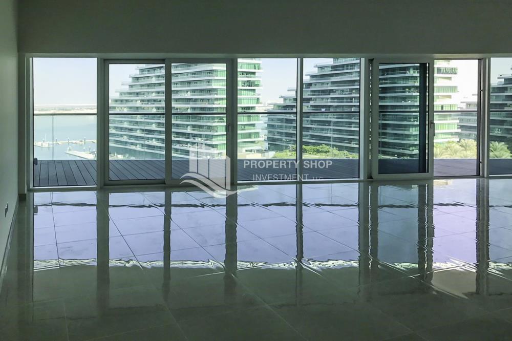 Bedroom-Amazing 3 bedrooms front with sea view in Al Hadeel for sale!