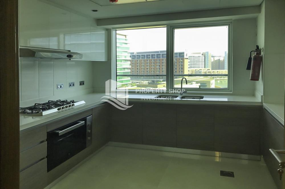 Kitchen-Amazing 3 bedrooms front with sea view in Al Hadeel for sale!