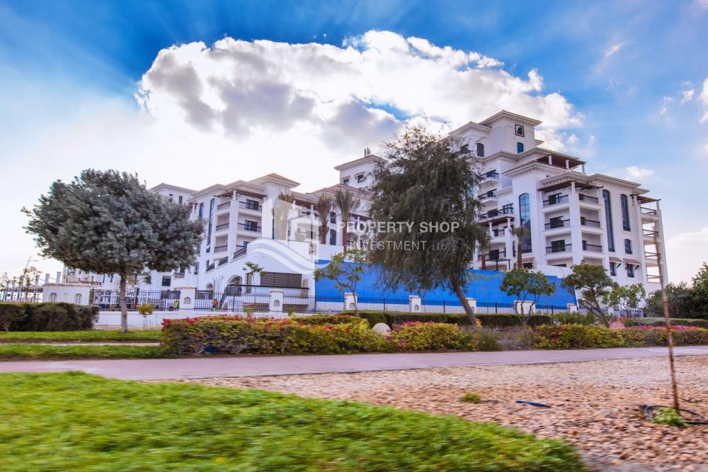 Community-Biggest Studio in Ansam with Golf Course View
