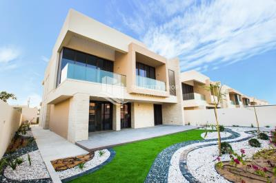Own a luxurious 4BR villa with beach view in Hidd Al Saadiyat.