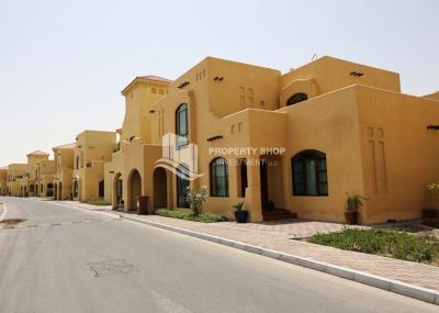 No Commission! 3BR+M Villa for rent.