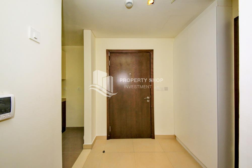 Foyer-Pay in 2 cheques! 1BR for rent in prime location.