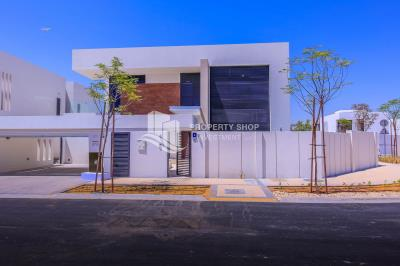 Luxurious 4+M With Family Living Area available for Rent in West Yas Island
