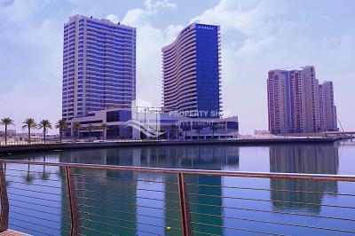 Amazing Apt with Marina + Sea View!