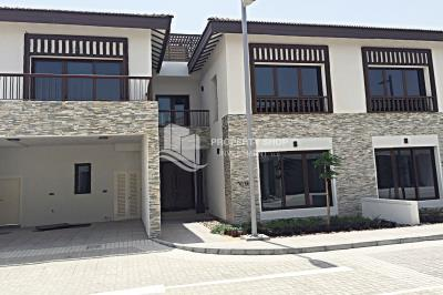 Elegant Finishing, 5BR Villa with Beach access Available for rent!