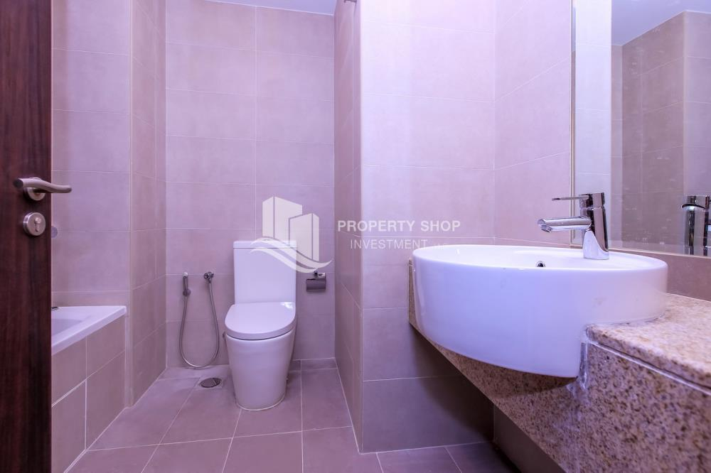 Bathroom-Spacious high-floor 1BHK with a canal view available for rent in Sigma Towers