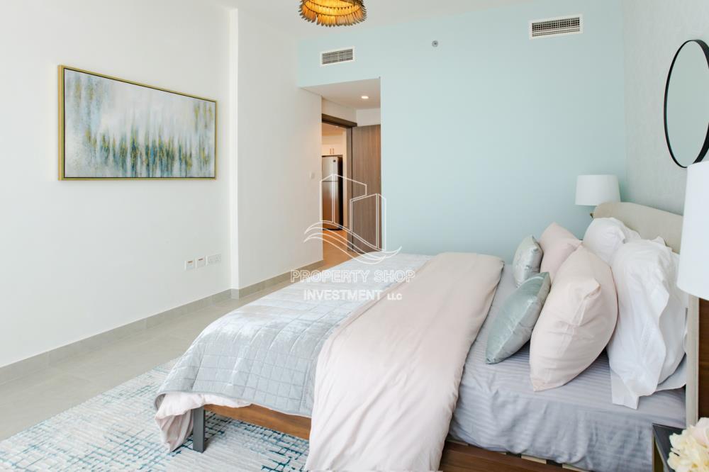 Bedroom-Hot deal below original price and high return of investment