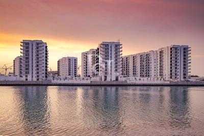 Spacious sea facing 1BHK available for sale in Waters Edge
