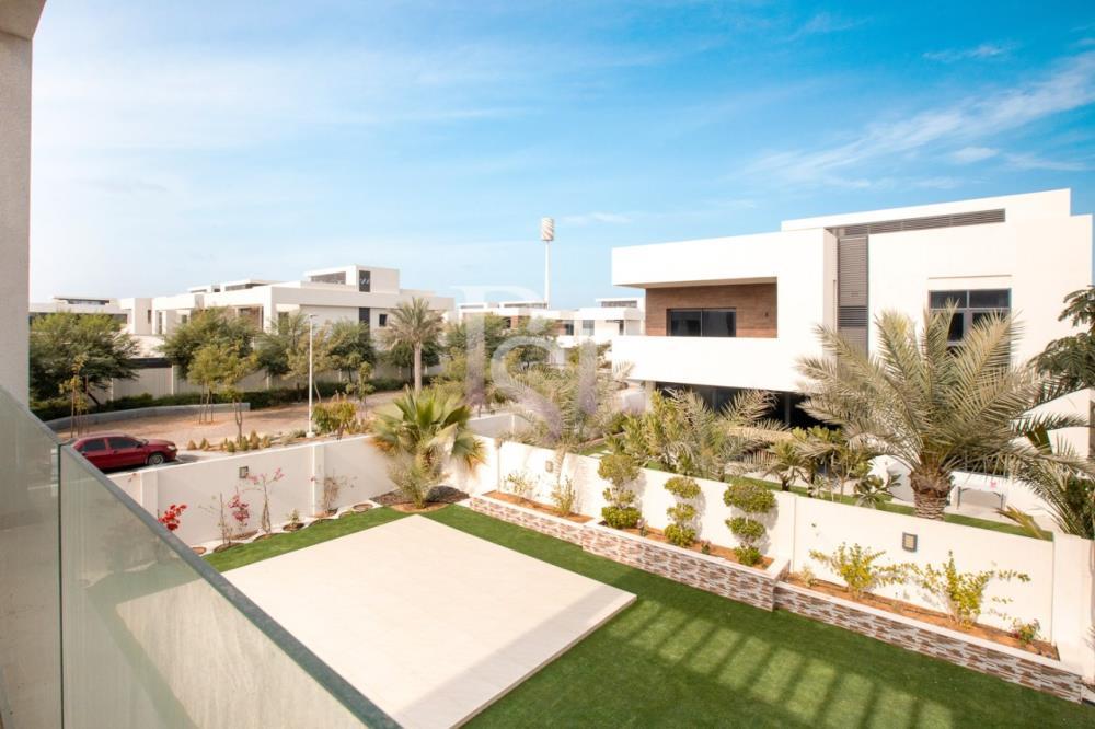 Balcony-5BR Big Plot Villa for Sale